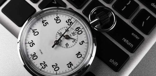 Pracownik ma obowiązek uprzedzić pracodawcę o przyczynie i planowanym okresie nieobecności w pracy, jeżeli przyczyna jest z góry wiadoma lub możliwa do przewidzenia.