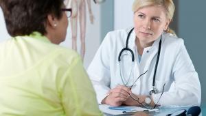 Standard postępowania przeciwbólowego znany jest każdemu lekarzowi i jest przestrzegany w placówkach medycznych. Wprowadzenie Karty Oceny Nasilenia Bólu będzie dodatkowym biurokratycznym obciążeniem – oceniają lekarze. Pytają też, kto zapłaci za kolejne obowiązki.