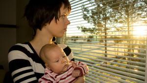 Świadczenie rodzicielskie to specjalna forma wsparcia, która przysługuje osobom niemającym prawa do zasiłku macierzyńskiego z ZUS. Mogą więc z niego skorzystać matki bezrobotne, będące tak jak pani Milena studentkami lub pracujące na umowach cywilnoprawnych.