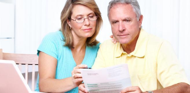 Po reformie systemu emerytalnego osoby aktywne zawodowo obowiązkowo oszczędzają w dwóch filarach (OFE i ZUS), a trzeci jest dobrowolny.