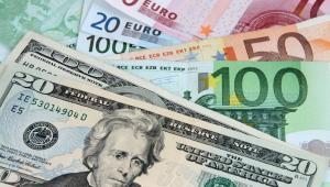 """""""Inwestorzy czekają na działania ze strony banków centralnych: Banku Japonii oraz amerykańskiego Fedu. Oprócz tego, z ważniejszych danych w tym tygodniu poznamy wstępne dane o amerykańskim PKB za II kwartał i to najprawdopodobniej te czynniki będą decydować o kursach walutowych na rynkach światowych, w tym o złotym"""" - powiedział Namysł."""