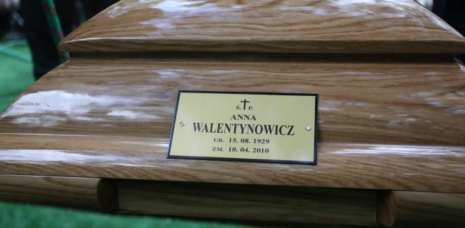 Trumna z ciałem Anny Walentynowicz