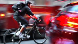 """Systemy z końcówką """"sharing"""" w nazwie, takie jak bike-sharing czy car-sharing zdobywają coraz więcej zwolenników, którzy są w stanie pozostawić własny samochód pod domem, na rzecz wygody, szybszego dotarcia do celu, a także oszczędności"""