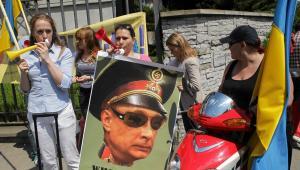 Przed ambasadą odbywała się demonstracja