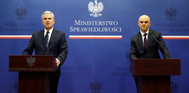 Cezary Grabarczyk i Wojciech Hajduk podczas konferencji prasowej