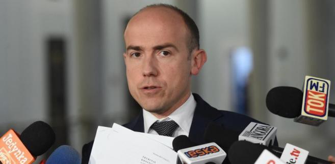 Borys Budka podczas konferencji prasowej w Sejmie.