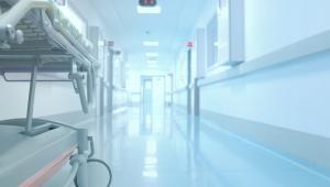 Czy pacjent może wyjść ze szpitala do domu bez wypisu i czekać na dokument przez dwa tygodnie?