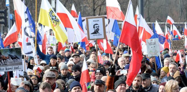 """Marsz pod hasłem """"My, Naród"""" zorganizowany przez Komitet Obrony Demokracji"""
