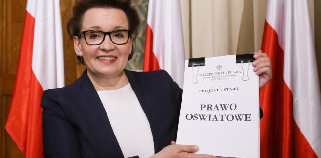 """Minister edukacji Anna Zalewska prezentuje projekt ustawy """"Prawo oświatowe"""""""