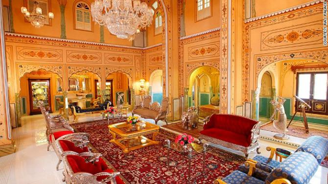 Shahi Mahal Suite, Raj Palace (Dźajpur, Indie) – 45,000 USD za noc