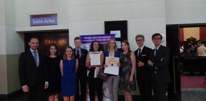 Drużyna WPiA UW w międzynarodowym konkursie prawniczym FDI