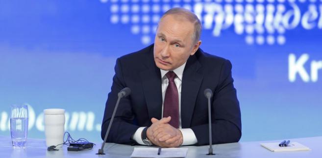 """Zdaniem """"Wiedomosti"""" w sprawie Donbasu """"nadal trwa dyplomatyczne targowanie się, w którym Moskwa cały czas podnosi stawkę"""""""