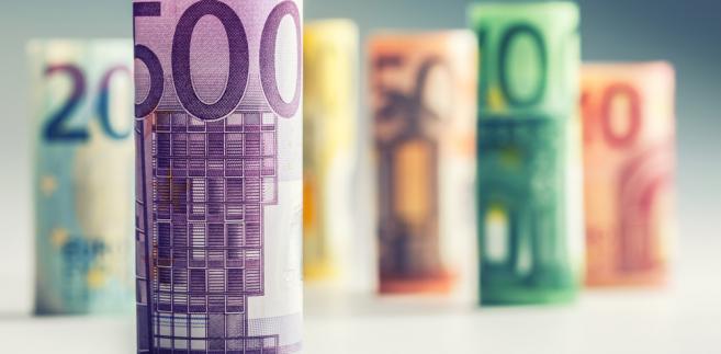 """""""Dane, które napłynęły od ostatniego posiedzenia w marcu potwierdzają, że cykliczna odbudowa w gospodarce strefy euro umacnia się oraz, że bilans ryzyka dla (gospodarki - PAP) ponownie poprawił się"""" - powiedział Draghi."""