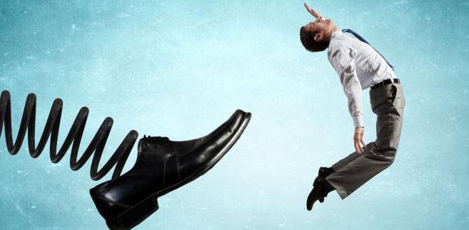 Niesłusznie zwolniony pracownik może dochodzić swoich praw przed sądem pracy.