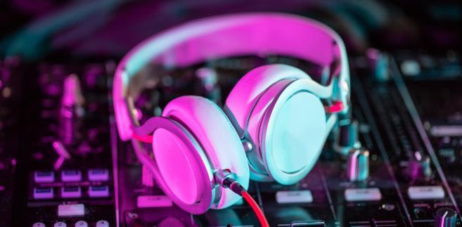 muzyka, słuchawki, muzyka elektroniczna