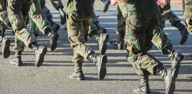 Obecnie zawodowi żołnierze służący w Wojsku Polskim to ok. 100 tys. osób.