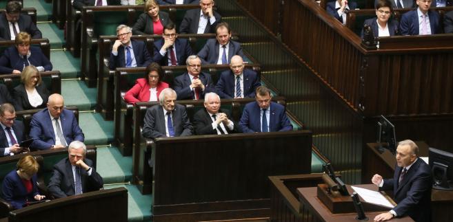 W czwartek w Sejmie odbyło się posiedzenie Parlamentarnego Zespołu ds. Obrony Polskiej Samorządności z udziałem partii opozycyjnych oraz samorządowców. Spotkanie zespołu poświęcone było polityce PiS wobec samorządów.