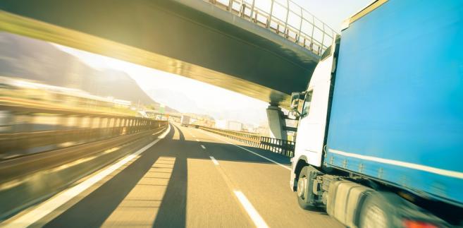 Wykonywanie przewozu drogowego z ingerencją w działanie urządzenia rejestrującego skutkującą nierejestrowaniem wskazań w zakresie prędkości pojazdu, aktywności kierowcy i przebytej drogi jest zagrożone karą w wysokości 5 tys. zł