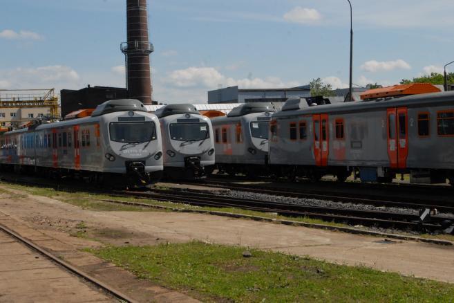 Elektryczne zespoły trakcyjne EN57 – FPS (FENIKS 57)