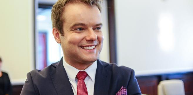 Bochenek był pytany w radiowych Sygnałach Dnia o doniesienia medialne, z których wynika, że Beatę Szydło na stanowisku premiera mógłby zastąpić szef PiS Jarosław Kaczyński albo wicepremier Mateusz Morawiecki.