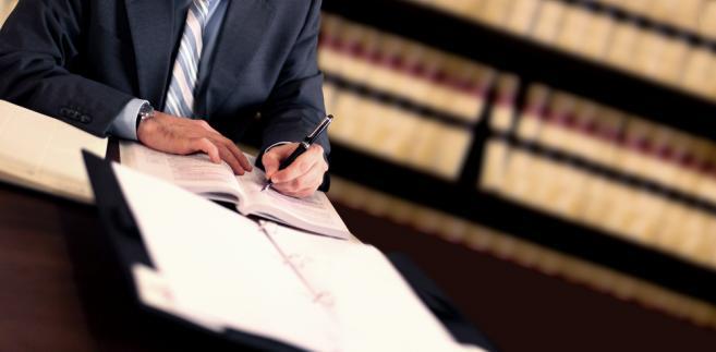 Mecenas uznał, że zostały naruszone jego konstytucyjne prawa, jak chociażby prawo do sądu czy prawo do zaskarżania orzeczeń wydanych w I instancji