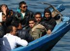 Włochy: Do Palermo wpłynął statek z rekordową liczbą nieletnich migrantów