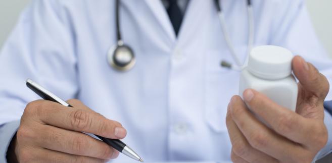 Umowa o świadczenie usług zdrowotnych jest uregulowana w odrębnej ustawie, a tym samym do umowy o świadczenie usług medycznych nie powinien mieć zastosowania art. 750 k.c.