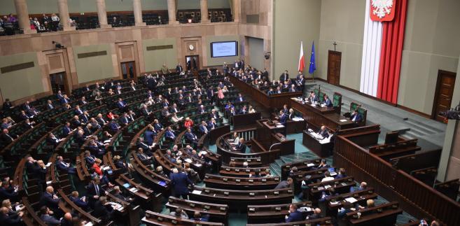 Burzliwa dyskusja w Sejmie na temat protestu rezydentów