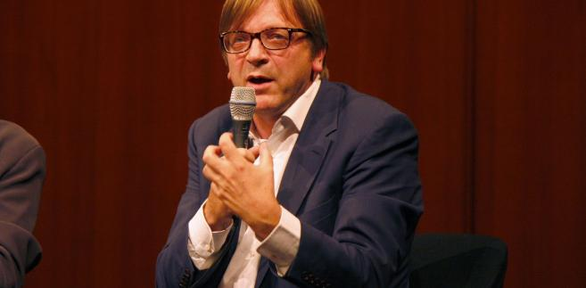 Verhofstadt znalazł się w 2015 r. na czarnej liście Kremla, która została wprowadzona w odpowiedzi na sankcje UE wobec Rosji.