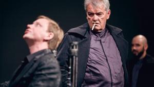 Hamlet-komentarz, Bogdan Koca, Łukasz Wójcik, Teatr Pieśń Kozła Fot. Mateusz Bral