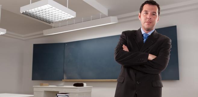 Mężczyzna uważał, że świadczone przez niego usługi są usługami kształcenia zawodowego i w związku z tym są zwolnione z VAT.