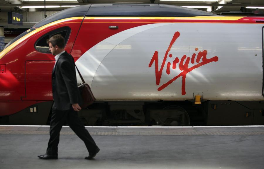 Pociąg West Coastlini kolejowych Virgin Trains w W. Brytanii.