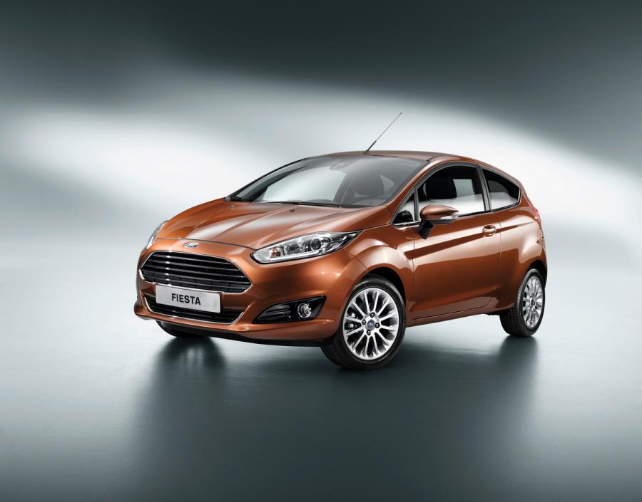 """Nowy Ford Fiesta  Nowy Ford Fiesta – najlepiej sprzedający się samochód miejski w Europie. Fiesta będzie oferowana z silnikiem benzynowym EcoBoost o pojemności 1 litra, nagrodzonym tytułem """"Międzynarodowego Silnika Roku 2012"""". Nowy Ford Fiesta wyposażony w tę jednostkę będzie odznaczał się najniższym w klasie zużyciem paliwa. Nowy Ford Fiesta wejdzie do sprzedaży pod koniec tego roku."""