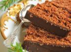 Piernik - twarde ciemnobrązowe ciasto robione z mieszaniny mąki pszennej i żytniej, mleka, jajek, karmelizowanego cukru, miodu, mocno przyprawione cynamonem, imbirem, a czasem także goździkami, kardamonem, gałką muszkatołową, anyżem i lawendą.