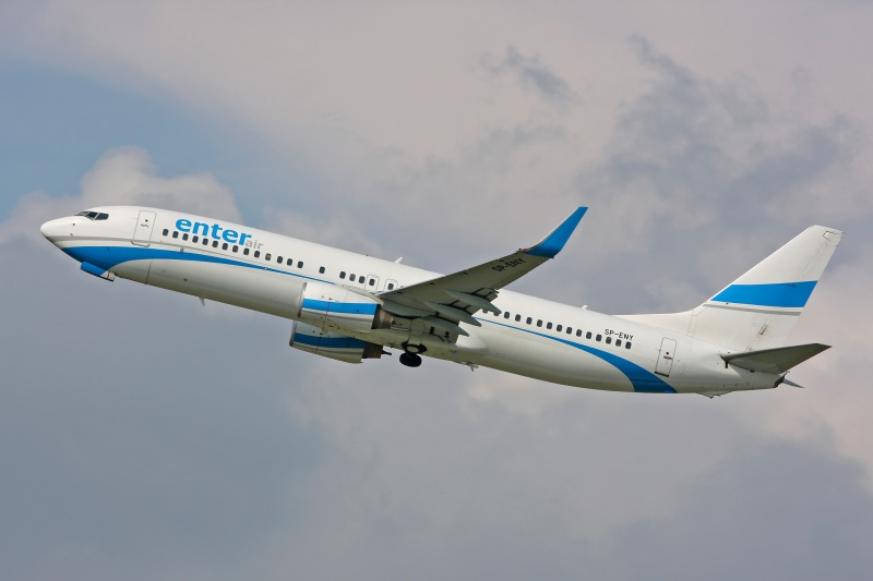 Boeing 737 linii Enter Air