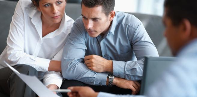Kodeks spółek handlowych pozostawia wiele swobody co do formy prawnej zatrudniania członków zarządu spółek kapitałowych.