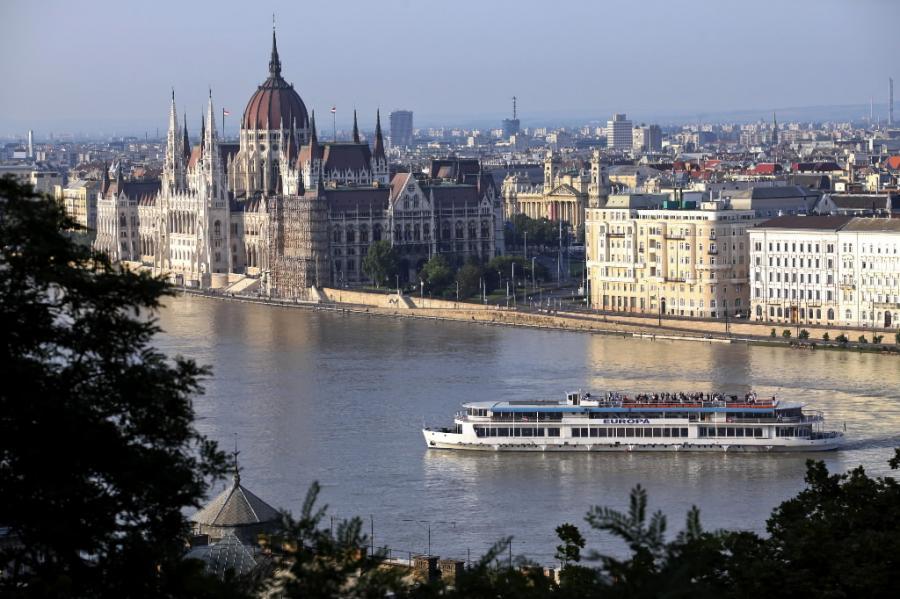 Panorama Budapesztu, z widokiem na węgierski parlament