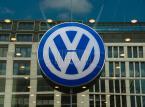 VW ugasi pożar, tnąc załogę