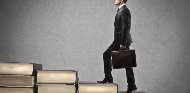 Jakie ścieżki kariery wybierają polscy prawnicy?