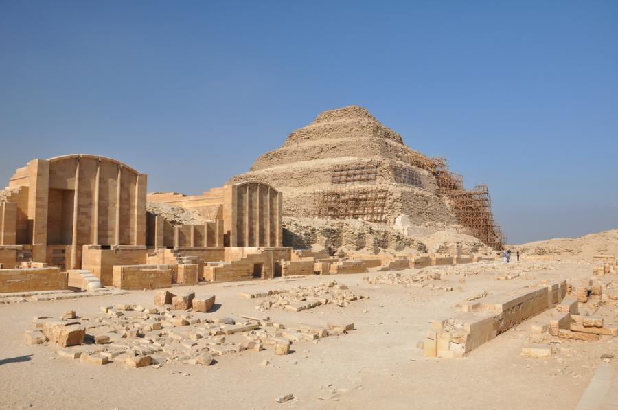 Piramidy w Sakkarze
