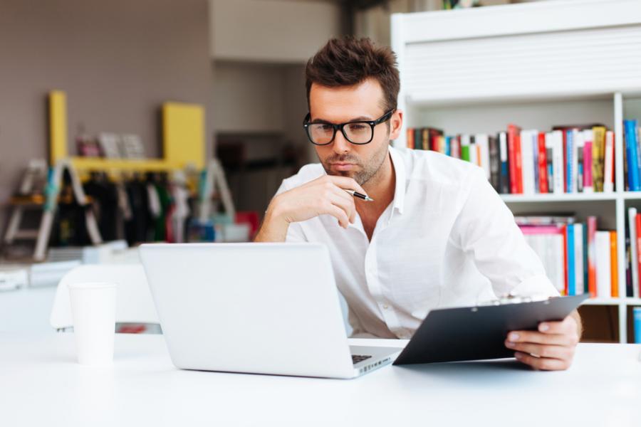 praca, laptop, pracownik