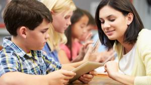 Rodzice chcą wiedzieć, co ich dzieci robią w szkole