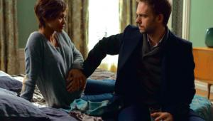 "Zoe Saldana i Patrick J. Adams w ""Dziecku Rosemary"""