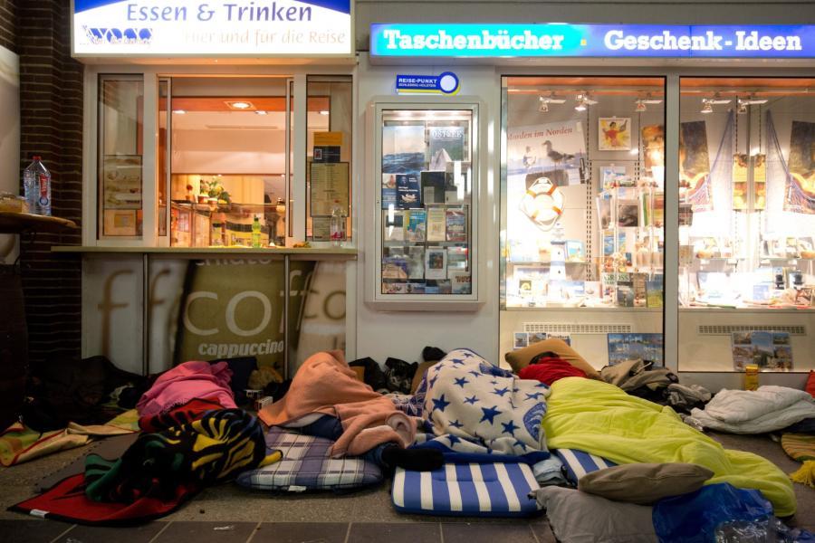 Uchodźcy na stacji w Flensburng w Niemczech