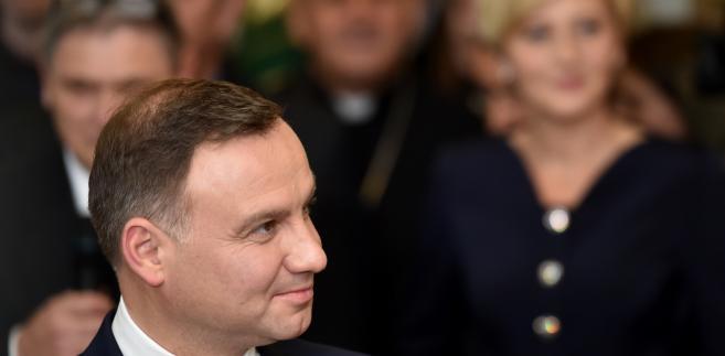 Andrzej Duda leci do Francji