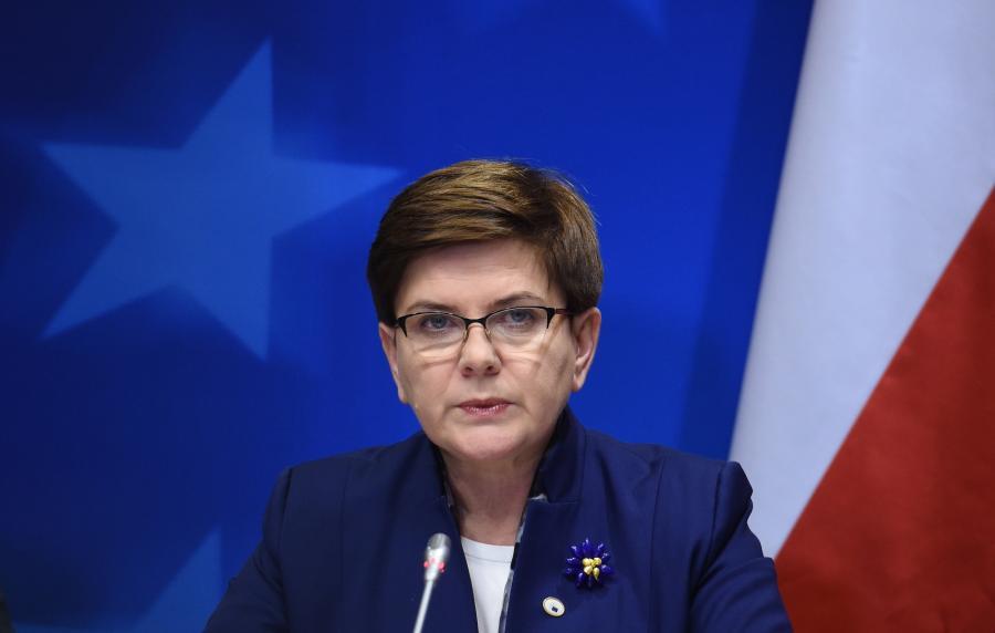 Premier Beata Szydło podczas konferencji prasowej po zakończeniu szczytu Unii Europejskiej, 18 bm., w Brukseli.