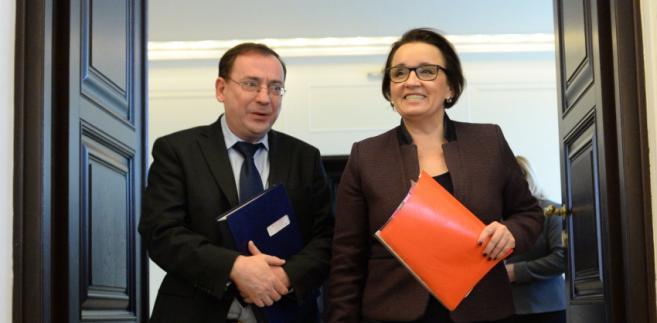 Minister w KPRM, koordynator służb specjalnych Mariusz Kamiński  i minister edukacji narodowej Anna Zalewska,