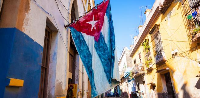 """Od momentu wyboru nowego przewodniczącego Rady Państwa pierwszy raz od dekad prezydent Kuby nie będzie nazywał się """"Castro"""", nie będzie nosił wojskowego munduru i nie będzie pierwszy sekretarzem Komunistycznej Partii Kuby - zauważa AFP."""