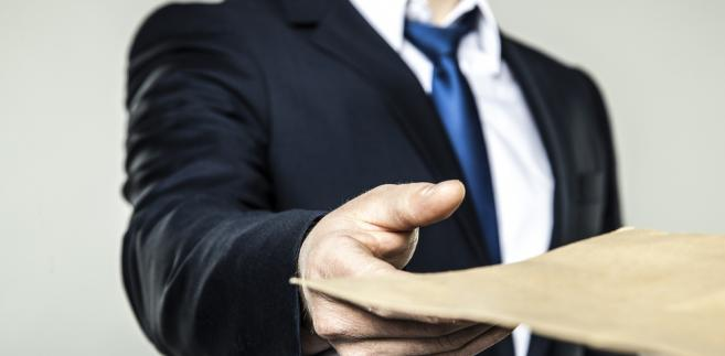 Spór sprowadzał się do tego, czy termin na zaliczenie nadwyżki VAT na poczet innych zobowiązań należy liczyć od dnia nadania przesyłki do urzędu skarbowego na poczcie, czy też od dnia wpływu takiego pisma do fiskusa.