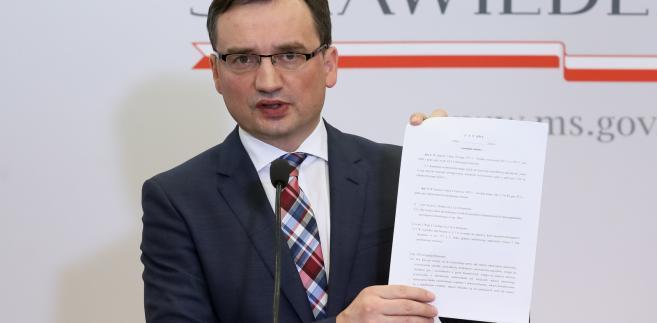 Zbigniew Ziobro podczas konferencji prasowej pt. Stop piratom i zabójcom na drogach.